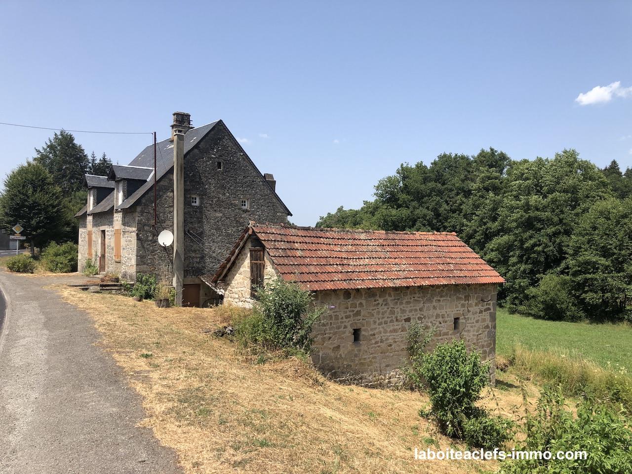 une maison en pierre jardin 1 hectare..