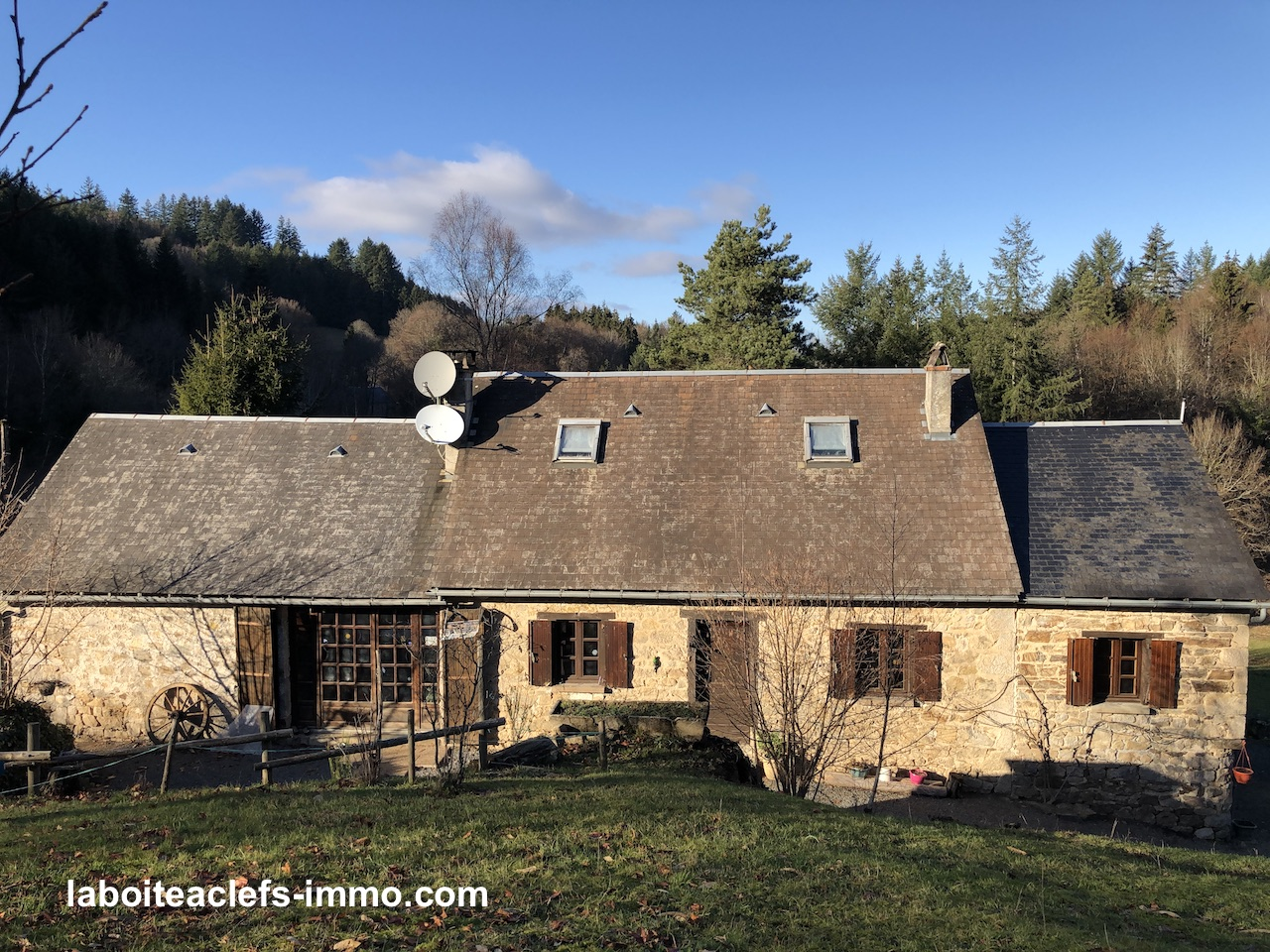 une fermette en pierre et 1 hectare en Corrèze